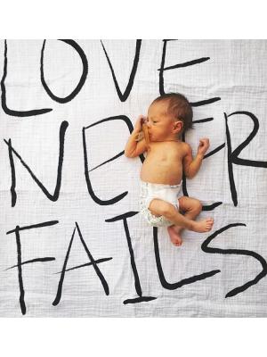 Modern Burlap Filt Love Never Fails